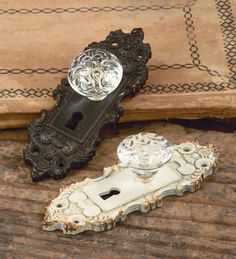 Use our Vintage Wall Hanging Door Handle as a stylish alternative to hooks for hanging clothes, jewelry and much more. These handles are available in a antiqued brown or cream finish and feature acryl