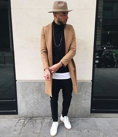 If you are in the market for brand new men's fashion suits, there are a lot of things that you will want to keep in mind to choose the right suits for yourself. Below, we will be going over some of the key tips for buying the best men's fashion suits. Komplette Outfits, Outfits With Hats, Fashion Outfits, Fashion Trends, Men's Fashion, Men Looks, Justin Bieber Moda, Stylish Men, Men Casual