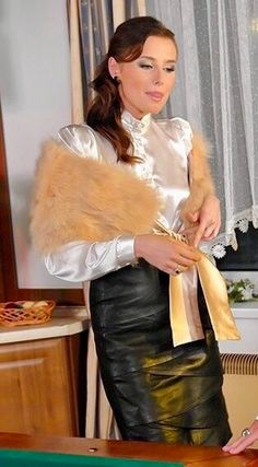 Satin Bluse, Sexy Blouse, Feminine Dress, Beautiful Blouses, Pretty Black, Girls Wear, Lace Tops, Silk Satin, Secretary Outfits
