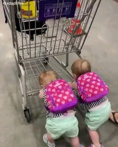 Cute Funny Baby Videos, Cute Funny Babies, Funny Videos For Kids, Funny Animal Videos, Funny Kids, Cute Kids Pics, Cute Baby Pictures, Cute Little Baby, Cute Baby Girl
