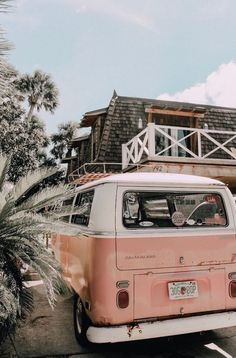Volkswagen Bus Bulli Kombi -… - Cars and Motorcycles Beach Aesthetic, Summer Aesthetic, Travel Aesthetic, Aesthetic Photo, Aesthetic Pictures, Aesthetic Yellow, Aesthetic Collage, Aesthetic Vintage, Aesthetic Pastel Wallpaper