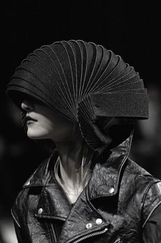 Visions of the Future // Fashion, Identity, Design, Student, Jewellery… Arte Fashion, Fashion Design, Design Textile, Weird Fashion, High Fashion, Sculptural Fashion, Future Fashion, Headgear, Headdress