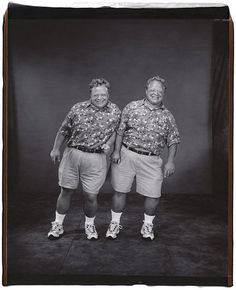 Gemelos // Twins (by Mary Ellen Mark, Mary Ellen Mark, Twin Day, Love Twins, Vintage Twins, Identical Twins, Othello, Twin Girls, Advertising Photography, Documentary Photography