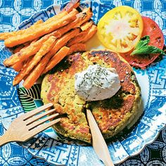 This recipe makes a lot, but they freeze well, so you can have green burgers all week long! Lamb Burgers, Vegan Burgers, Turkey Burgers, Burger Recipes, Vegetarian Recipes, Cooking Recipes, Vegan Meals, Homemade Veggie Burgers, Edamame