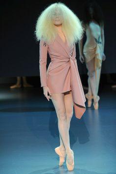 Foto V&RCL2014 - Viktor & Rolf Couture Lente 2014 (1) - Shows - Fashion - VOGUE Nederland