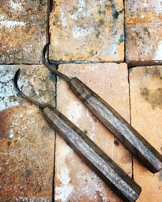 Forging Sloyd Carving Knives for Craftsman. Bushcraft, Woodcraft, and Carving Tools. Scandinavian design, build in the Northwest USA. Green Woodworking, Woodworking Tools, Carving Tools, Wood Carving, Knives And Tools, Runes, Bushcraft, Scandinavian Design, Northwest Usa