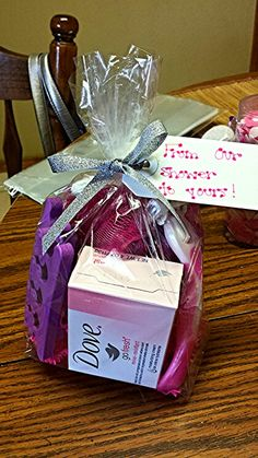 Door prizes ideas baby shower games prizes ideas door prize for best game on cute door Regalo Baby Shower, Baby Shower Fun, Baby Shower Gender Reveal, Baby Showers, Girl Shower, Baby Shower Game Prizes, Bridal Shower Games, Fun Bridal Shower Gifts, Babyshower Prize Ideas