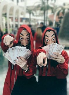 "Trending Photo of the series ""La Casa de Papel"": The paper house - - Netflix Series, Series Movies, Movies And Tv Shows, Tv Series, Photo Series, Photos Des Stars, Nairobi, Trending Photos, Vladimir Kush"