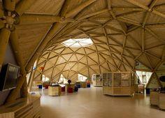 Para la superestructura se utilizó cedro japonés procedente del aclarado de bosques.