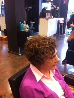 Otra clienta y amiga con ganas de renovar su #look, con el pelo rizado, también se puede!  https://www.facebook.com/ohpeluqueros