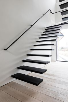 55 ideas for zwevende trap floating stairs interior design Staircase Railing Design, Staircase Handrail, Home Stairs Design, Interior Stairs, Modern Staircase, Cantilever Stairs, Metal Stairs, Concrete Stairs, Black Stairs