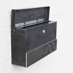 PRODUCT DESCRIPTION We bring you the Hyde Park Custom Mailbox! Similar to our very popular Gibson mailbox - it features the same sleek, modern look - but short