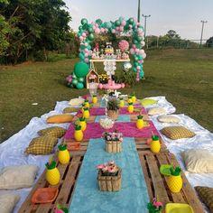 Festa Tropical: 110 ideias e tutoriais cheios de alegria e cores Backyard Birthday, Picnic Birthday, Flamingo Birthday, Flamingo Party, Farm Party, Luau Party, Garden Party Decorations, Tropical Party, Sleepover Party