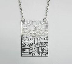 Moda geek - Pingentes que imitam circuitos eletrônicos | ROCK'N TECH