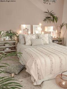 boho Schlafzimmer Tropical Home Living Room Bedroom, Home Bedroom, Modern Bedroom, Interior Design Living Room, Living Room Decor, Contemporary Bedroom, Bedroom Furniture, Dream Bedroom, Bedroom Green