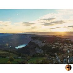 Tavertet, in Osona region, has a stunning location on the cliffs. The sunset from there is amazing. Good evening! +INFO www.osonaturisme.cat. Picture by @marolle (Instagram)