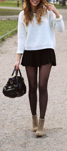 28 Winter Skirt Outfits to Enhance Your Features - Street Style Inspiration Comfy School Outfits, Winter Outfits For School, Winter Outfits Women, Preppy Outfits, Casual Winter Outfits, Rock Outfits, Uni Outfits, Outfit Jeans, Legging Outfits