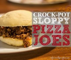 Crockpot Recipes | These Crockpot Sloppy Pizza Joes are super easy to make and also make awesome freezer meals!