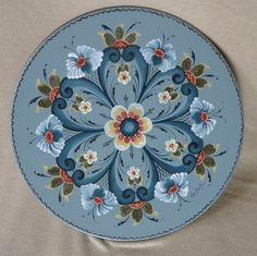 Rogaland style Rosemaled wooden plate painted by Lois Mueller. Folk Art Flowers, Flower Art, Rosemaling Pattern, Norwegian Rosemaling, Russian Folk Art, Russian Painting, Scandinavian Folk Art, Pintura Country, Tole Painting