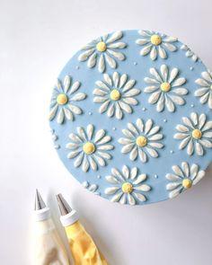 Pretty Birthday Cakes, Pretty Cakes, Beautiful Cakes, Cake Birthday, Flower Birthday Cakes, Buttercream Birthday Cake, Birtday Cake, Buttercream Flower Cake, Amazing Cakes