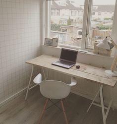 Study, behang van Karwei, schragen bureau van Ikea, stoel van te leuk hout @vereenster