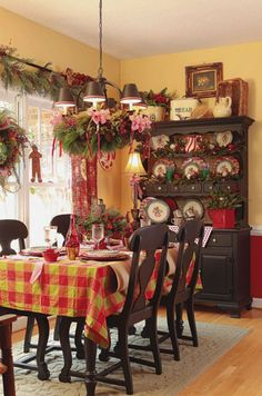 Christmas Dining Room wow. this is fantastic!! exactly what i've always wanted my dining