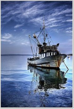 Gulf fishing boat~Louisiana ~ Worked on brother-in-law's shrimp boat for yrs., starting at age awesome Forrest Gump memories! Old Boats, Small Boats, Shrimp Boat, Boat Art, Love Boat, Boat Painting, Deep Sea Fishing, Fishing Boats, Ice Fishing
