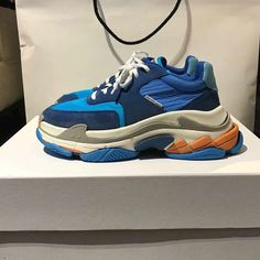 BALENCIAGA Fashion Accessories, Fashion Shoes, Mens Fashion, Fashion Outfits, Sneakers, Dad Shoes, Footwear, Suit, Street Style