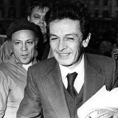 Il cantante italiano Claudio Villa, che il primo gennaio del 2016 avrebbe compiuto novant'anni, con Enrico Berlinguer, segretario del Partito Comunista Italiano dal 1972 fino alla morte, nel 1984.