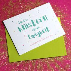 Schluss mit langweiligen und nichts sagenden Karten! Lässig, laut und mit Pepp gratuliert Julia zur Hochzeit! Die Karte reizt durch eine frische und moderne Farbkombination und einen unkonventionellen Spruch. Congratulations Card, Lettering, Modern Colors, Wedding Cards, Envelope, Emerald, Greeting Cards, Roses, Sayings
