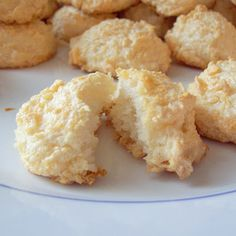 Coconut Macaroon Recipe - a simple, gluten-free, dairy free dessert, made of real whole food ingredients. Only 4 ingredients! Paleo Dessert, Gluten Free Desserts, Dairy Free Recipes, Just Desserts, Real Food Recipes, Cookie Recipes, Delicious Desserts, Dessert Recipes, Yummy Food