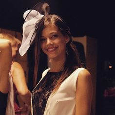 Ragazze pronte per uscire con gli abiti sartoriali Bertuccelli Alta Moda e i miei Fascinator creati uno a uno per l'occasione. #ragazza #livorno #hatsummer #hat #style #fashion #portrait #love #instalike #instamood #toscana #tuscany #moda #street #artigianato #artigian #madeinitaly #arte #artigianatoitaliano #instaitaly_photo #instaitalian #instaitalia #cappello #hat #matrimonio