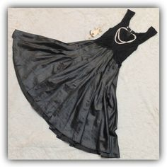 ❤️ BEAUTIFUL COCKTAIL DRESS ❤️ Gently worn, good condition, no defects that I could find. Elegant flowing skirt, soft and supportive top. Best fit for size 6-8. All items come from a pet- and smoke free home. Items may have smell from laundry detergent, please let me know if you don't want me to wash/dry the item before shipping. Accessories in the photo are not included. Color of an item may slightly differ due to your monitor/gadget calibrations, unfortunately I can't be responsible for…