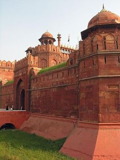 Red Fort, Delhi - If you are a history buff and want to gain some interesting insights into the bygone Mughal Era, Red Fort is the place to head to!