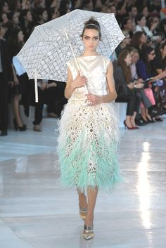 Louis Vuitton RTW Spring 2012 [Photo by WWD Archive]