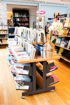 Plusieurs hauteurs de meubles pour différentes ambiances. #dbcreations #mobibook Decoration, Desk, Shop, Books, Furniture, Home Decor, Stationery Shop, Libraries, Bookstores