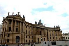 De Humboldtunversiteit te Berlijn Duits: Humboldt-Universität zu Berlin bestaat sinds 1810 en is daarmee de oudste universiteit van Berlijn.