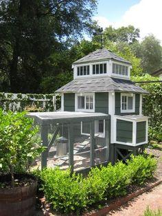 Gorgeous 30+ Walk in Chicken Coop https://gardenmagz.com/30-walk-in-chicken-coop/