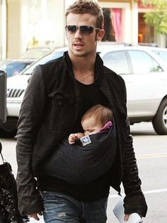 Hot men w/kids are so freakin' sexy!