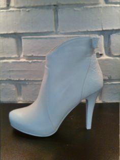 9ec3b1ddf Свадебная обувь · Свадебные ботиночки с бантиком сзади на скрытой танкетке.  www.rosablanca.ru