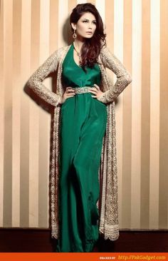 Pakistani dresses: Beautiful, Trendy and Funky Designs from Delphi Pakistani Formal Dresses, Pakistani Outfits, Indian Dresses, European Fashion, Asian Fashion, Fancy Robes, Party Kleidung, Pakistani Couture, Desi Wear