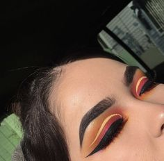 Today's look using the palette and vivid brights liner 💫 the eyeliner cracked on me but just ignore it 🙃 Gorgeous Makeup, Pretty Makeup, Love Makeup, Makeup Inspo, Makeup Inspiration, Makeup On Fleek, Makeup Art, Beauty Makeup, Makeup Looks