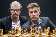 <p>DREAMTEAM: Sjakkekspert Hans Olav Lahlum og programleder Mads A. Andersen skal igjen dekke sjakk-VM for VG, denne gangen med levende tv-bilder fra VM-kampen!<br/></p>