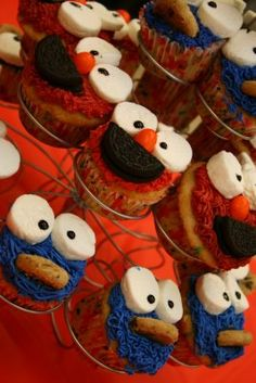 elmo and cookie cupcakes