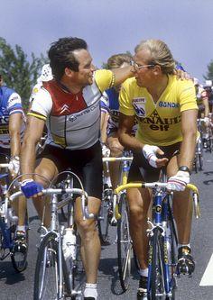 Un jour en France - 1984 - Alors que le tour de France 2016 se termine et que nous attendons toujours un vainqueur français. Un saut en arrière dans les années 80 ou les Français dominaient le tour, comme ici sur cette photo où l'on voit deux légendes du cyclisme français: Bernard Hinault (5 fois vainqueur) et Laurent Fignon (2 fois vainqueur) dans le tour de 1984. Photo : Pichon / Presse Sport / parue dans Paris Match
