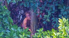 """1   (22.12.2017) O céu escureceu e uma forte chuva obrigou o helicóptero que sobrevoava uma floresta no Acre a pousar. O temporal demorou para passar e a tripulação decidiu voltar ao ponto de partida antes de escurecer. A chuva frustrou a viagem, mas proporcionou um registro raro e histórico de uma tribo indígena isolada, próximo à fronteira com o Peru. """"É como achar uma agulha no palheiro. Pura sorte"""", definiu o fotógrafo Ricardo Stuckert."""