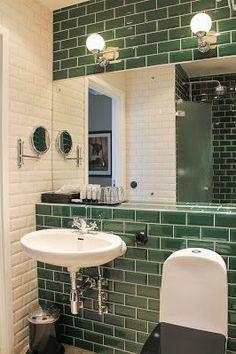 Badrum, grönt kakel. Foto: Erika Åberg Bathroom with green tiles: