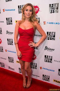 Sexy Alexa Vega killing a little red dress. Alexa Vega, Little Red Dress, Hot Dress, Nice Tops, American Actress, Beauty Women, Sexy Women, Bodycon Dress, Glamour