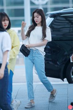 Discover recipes, home ideas, style inspiration and other ideas to try. Korean Airport Fashion, Korea Fashion, Kpop Fashion, Fashion Idol, Girl Fashion, Fashion Outfits, Style Fashion, Kpop Outfits, Cute Outfits