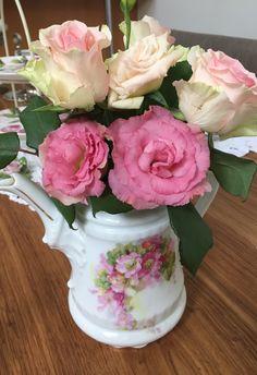 Rosen in alter Kaffeekanne Alter, Cake, Flowers, Desserts, Food, Tailgate Desserts, Deserts, Kuchen, Essen